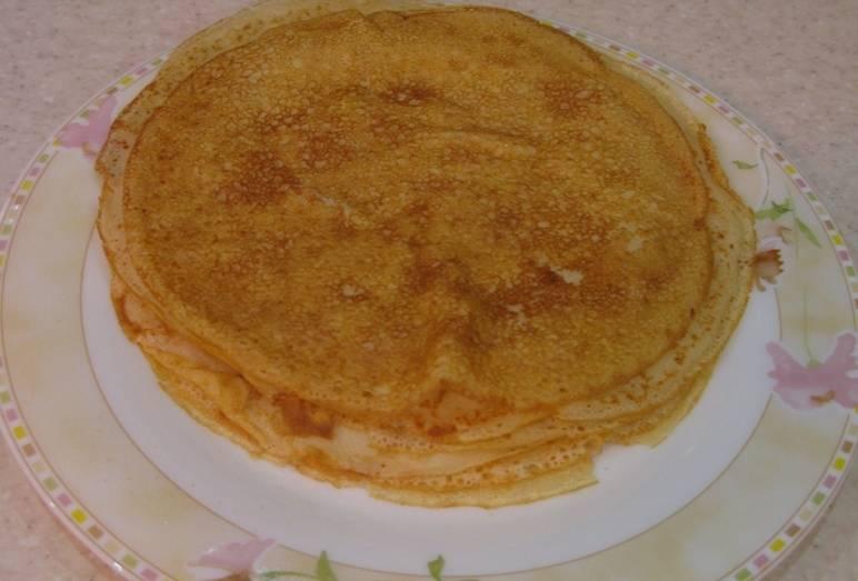 Готовые блины на молоке и кефире подаем к чаю или кофе на завтрак. С ягодами или медом. Приятного аппетита!