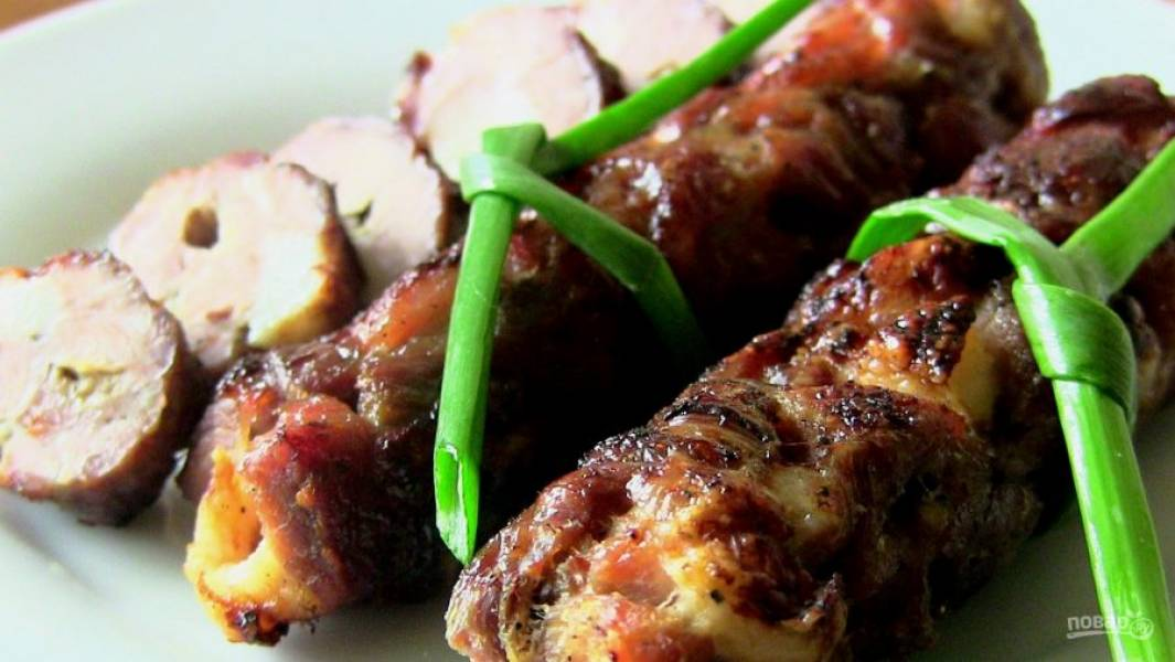 7. Подавать колбаску можно и горячей, и холодной. Приятного аппетита!