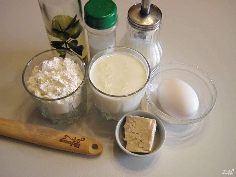 Приготовьте продукты согласно списку. Кефир должен быть комнатной температуры, чуть теплый.
