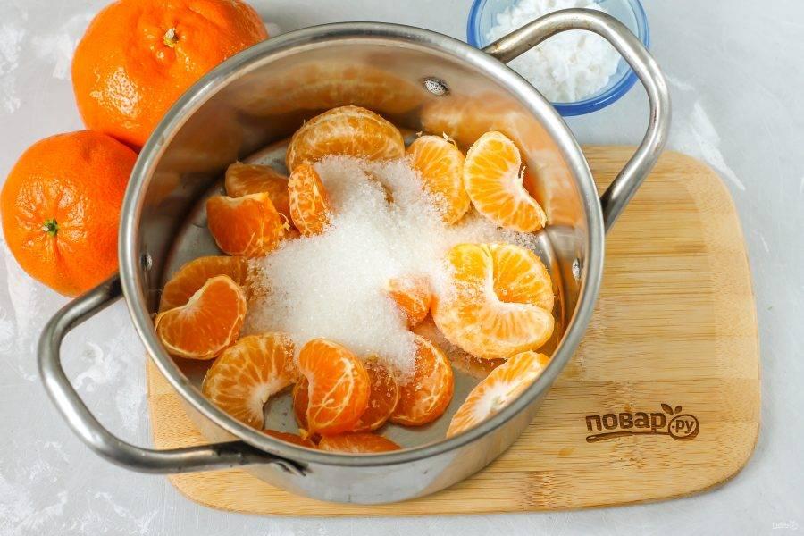 Всыпьте сахарный песок или сахарозаменитель. Если вы готовите напиток с медом, сам мед нужно вмешать в уже остывший до 35 градусов кисель.