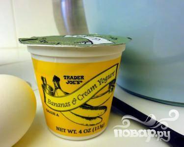 3. Если вы никак не можете найти простой йогурт без наполнителя, сделайте его сами, или же выберите самый качественный йогурт, содержащий любой из фруктов, входящих в данный коктейль.