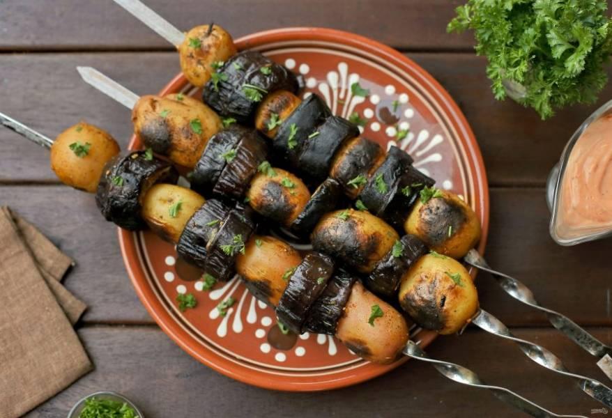 Подавать можно как гарнир к мясному шашлыку или самостоятельно с любыми соусами или просто свежими овощами и зеленью. Приятного аппетита!