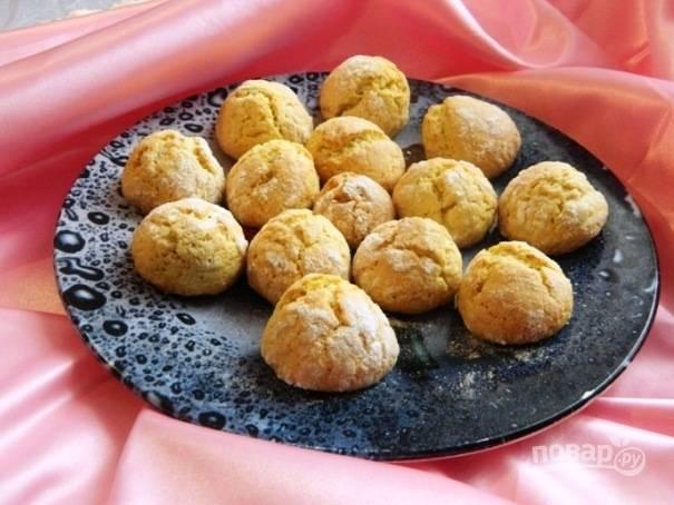 11. Подавать лимонное треснутое печенье можно с чаем, но вкуснее всего со стаканом холодного молока.