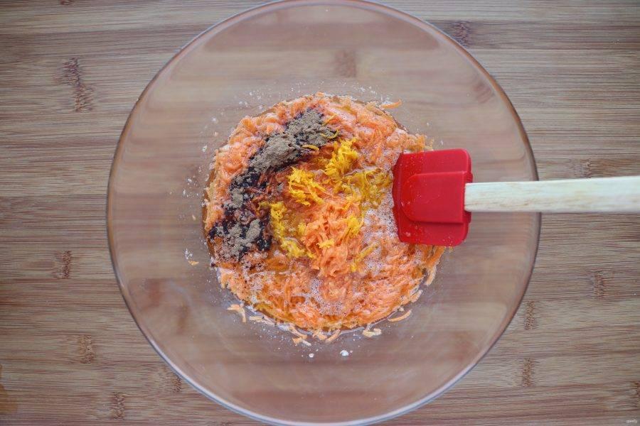 Добавьте натертую цедру одного апельсина и корицу.