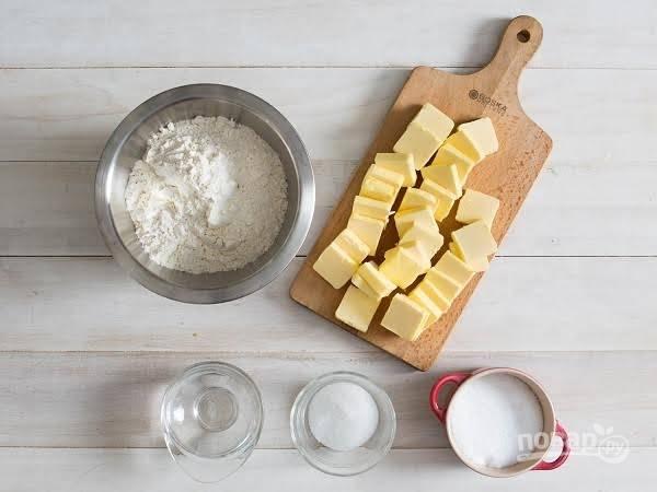 1. Первым делом расскажу, как приготовить тесто. Вот такой простой набор ингредиентов вам потребуется.