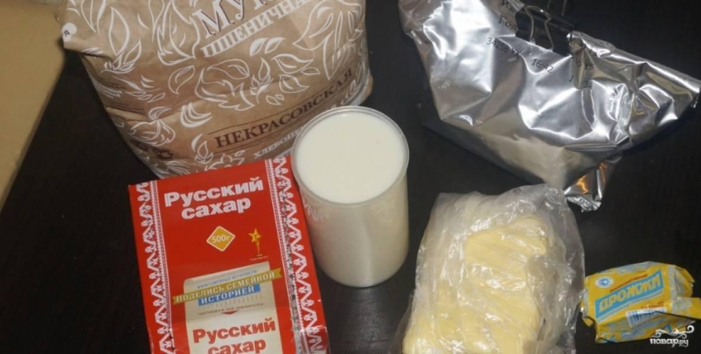 1. Чем хороша хлебопечка - так это простотой готовки. Подготовительный этап - это разве что достать все продукты и дать молоку, дрожжам и маслу немного подтаять.