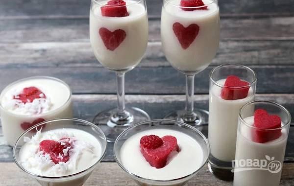 6. Нереально красивая и вкусная кокосовая панна-котта на День влюбленных. Угощайтесь!