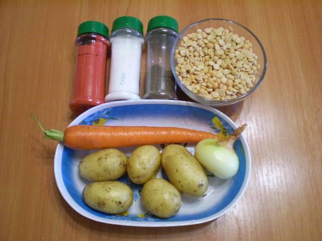 1. Чтобы цвет супа был более ярким, я добавила молотую паприку. Приготовим продукты.