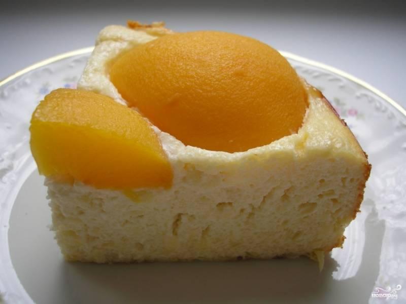 8.Включаем мультиварку, режим «Выпечка», время 1 час. После сигнала – вынимаем пирог и позволяем ему остыть. Приятного аппетита.