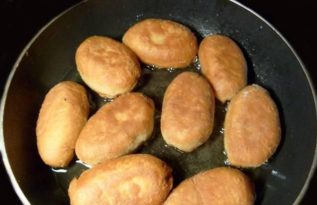 Можно готовить постные пирожки на скорую руку и в духовке. Запекаем минут 15-20. Приятного аппетита!