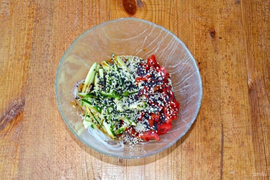 По вкусу можно добавить немного перца, щепотку соли, измельченную свежую зелень и кунжут, у меня белый и черный.