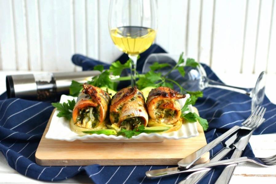Подавайте со свежими огурчиками под бокал белого вина.