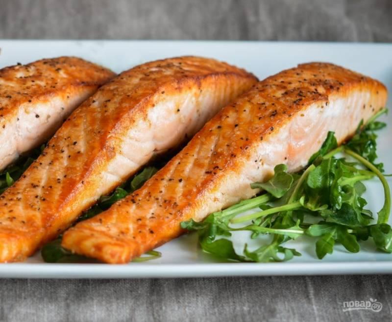 4. Вот и всё! Блюдо готово! Подавайте лосося с гарниром. Приятного аппетита!