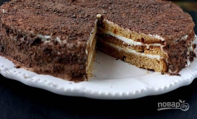 4. Отличный тортик получается из самых простых коржей с нежным сметанным кремом. Приятного чаепития!