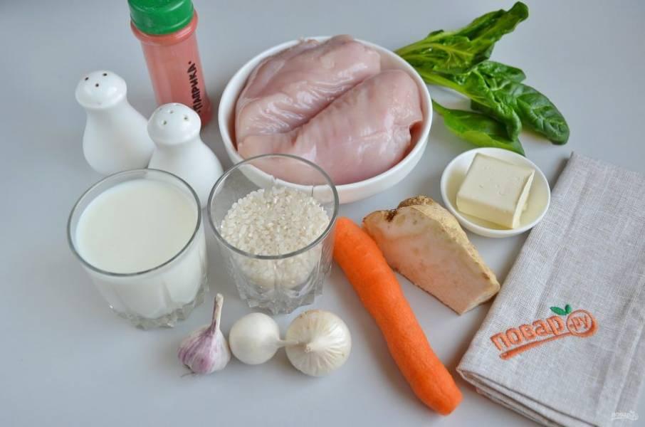 1. Подготовьте продукты. Сварите заранее куриный бульон. Очистите и вымойте овощи и шпинат. Рис переберите, удалите порченные зерна, промойте до чистой воды.