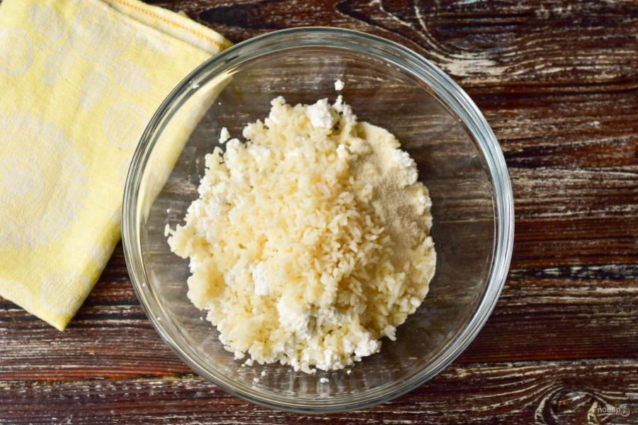 Добавьте вареный рис.