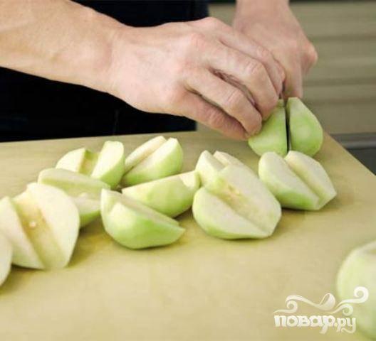 1.Груши помыть, разрезать на две части, осторожно вырезать серединку.