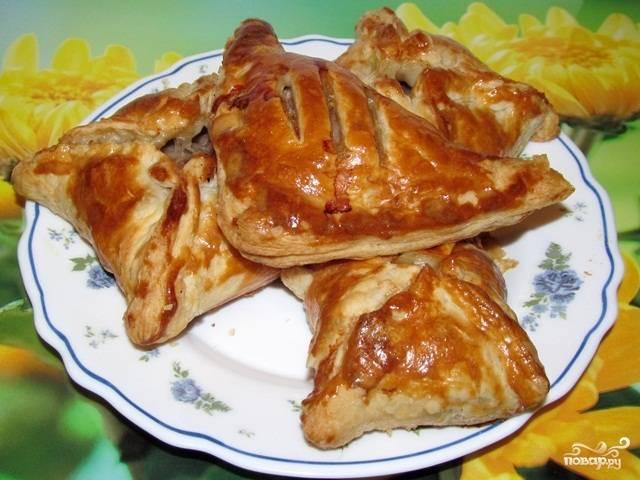 Слоеные пирожки с мясом