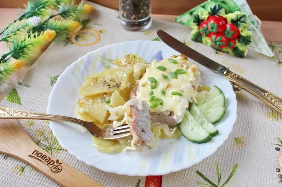 Мясо по-французски из свиной корейки готово. Подавайте к столу в горячем виде.