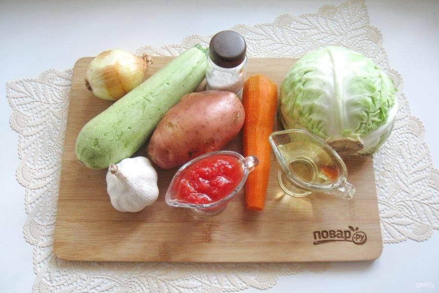 Подготовьте ингредиенты для приготовления овощного рагу.