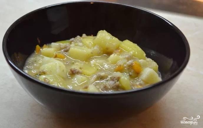 Рагу будет готово, когда все овощи и мясо потушатся до готовности. Выключите мультиварку и дайте блюду настояться под крышкой еще 5 минут. Подавать можете с зеленью. Приятного аппетита!