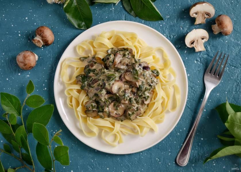 Сливочный шпинат с грибами