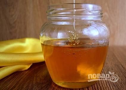 Перелейте золотой сироп в чистую банку. Храните  в холодильнике при закрытой крышке.