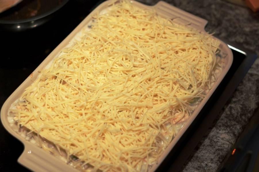 10. И натрите сверху сыр.