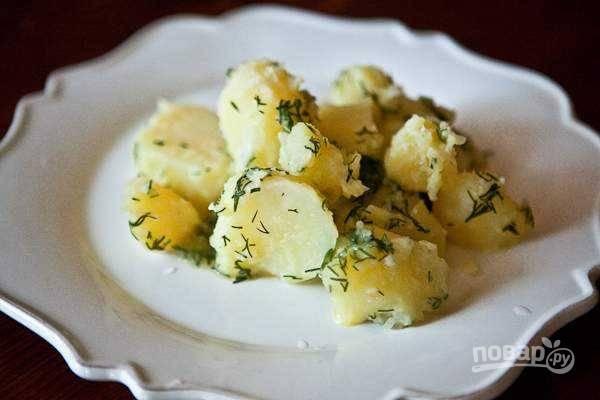 Картошку встряхните, закрыв крышкой и подавайте. Приятного аппетита!