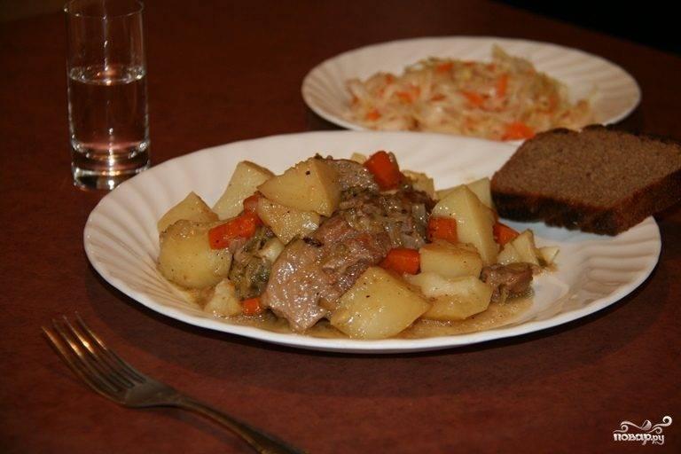 Картошка с мясом в чугунке в духовке