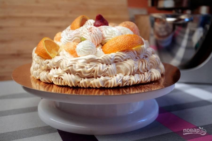 Украсьте торт сливками. Приятного чаепития!