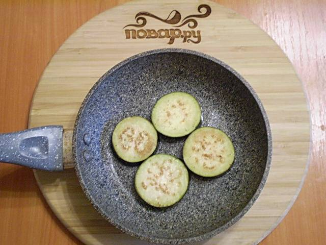 4. Жарим в растительном масле до золотистого цвета.