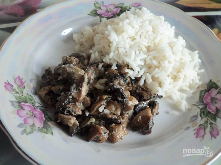 Как дополнение к грибам можно отварить рис. Приятного аппетита!