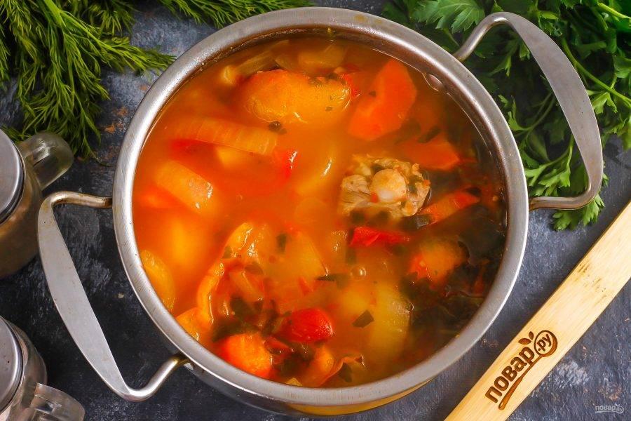 Попробуйте блюдо на вкус, подкорректируйте при необходимости и отварите еще 5 минут. Выключите нагрев.