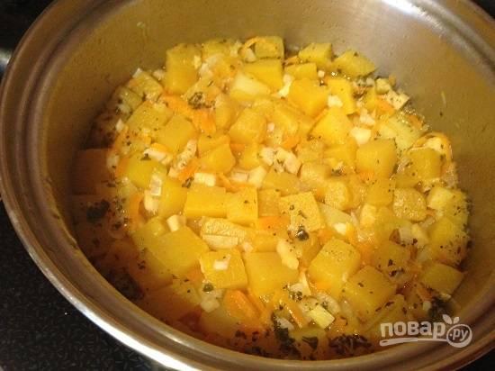 Овощи сварились быстро, минут за 15. И уровень жидкости в супе стал меньше.