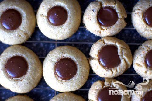 Печенье с шоколадом и фундуком