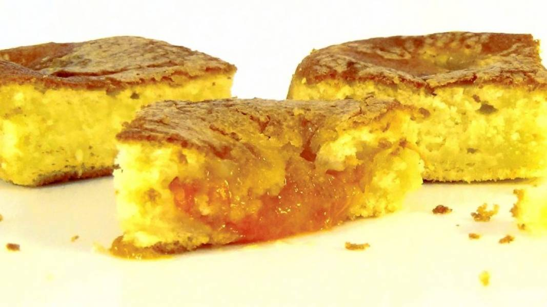4. Оставьте пирог в форме на 10 минут при комнатной температуре. Приятного аппетита!