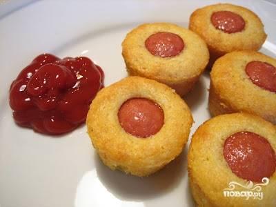 5. Подавайте маффины с сосисками с кетчупом, майонезом или любимым соусом. Приятного аппетита!