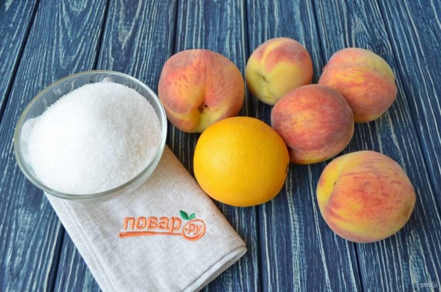 Подготовьте необходимые ингредиенты. Для варки варенья лучше брать очень спелые персики. Вымойте тщательно фрукты.