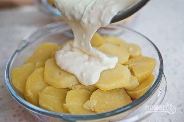"""12. Выложите """"шубу"""" на картошку. Разровняйте, чтобы она полностью все покрыла."""