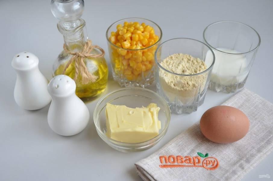 1. Подготовьте продукты. Если кукуруза консервированная, то слейте с неё полностью жидкость.