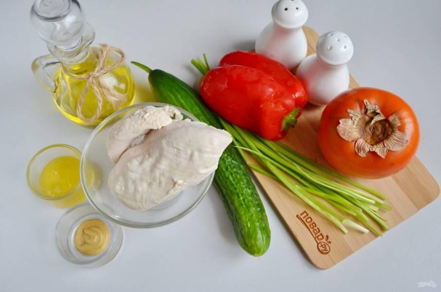Подготовьте продукты, заранее отварите куриное мясо и остудите. Вымойте овощи и зелень. Приступим!