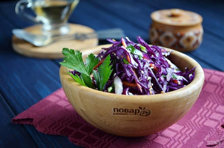 Очищающий салат из краснокочанной капусты