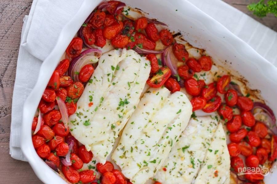 Запеченная треска с томатами