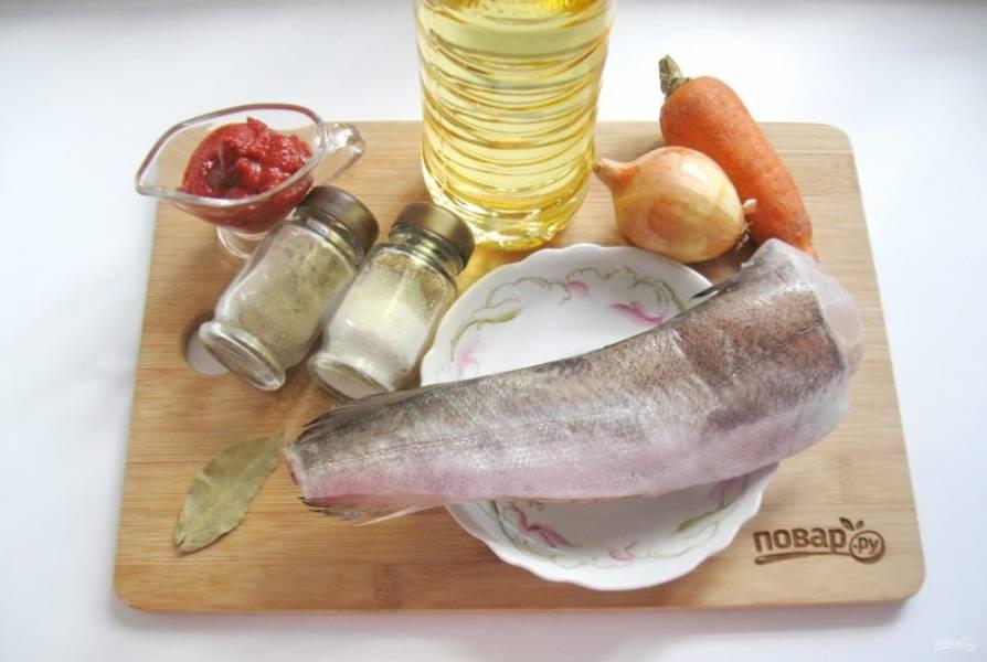 Подготовьте ингредиенты для приготовления хека.