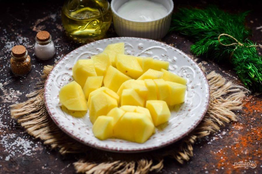 Картофель нарежьте крупными брусками.