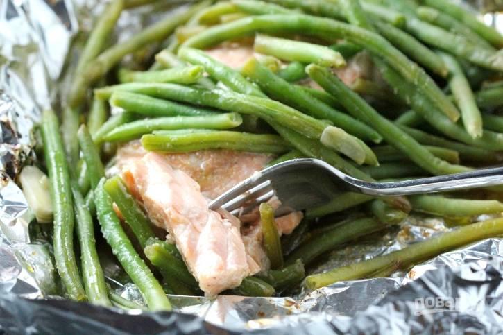 Фасоль с лососем в фольге