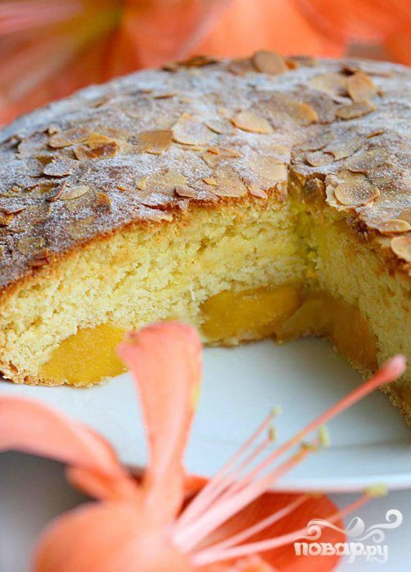 Пирог с грушами и персиками