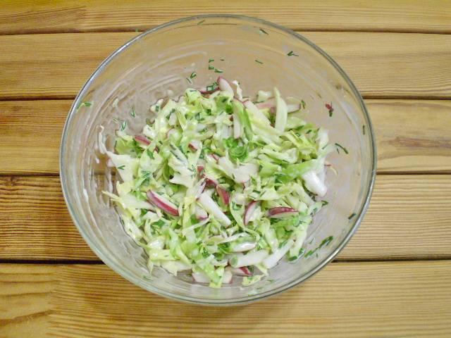 """8. Перемешать, салат """"Весенний"""" из капусты готов! Подавать сразу к столу. Приятного!"""