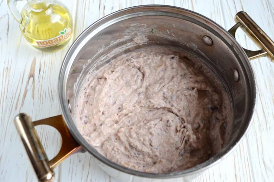 5. Измельчите массу с помощью погружного или стационарного блендера, как вам удобно. Готовый паштет поставьте в холодильник.